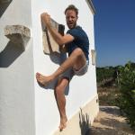 Bas climbing on house wall